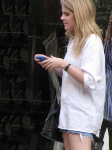 NY streetstyle, agosto 2009. Piezas clave: camisa y shorts.