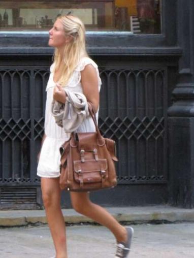 NY streetstyle, agosto 2009. Blanco de pies a cabeza.