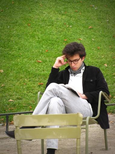 Leyendo en les Jardins du Luxembourg