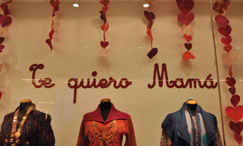 Vidriera Manos del Uruguay - Montevideo Shopping