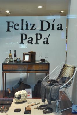 Manos del Uruguay - Vidriera Punta Carretas Shopping - Día del Padre