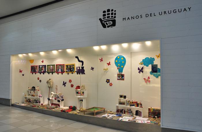 Vidriera Manos del Uruguay - Día del Niño - Shopping Punta Carretas