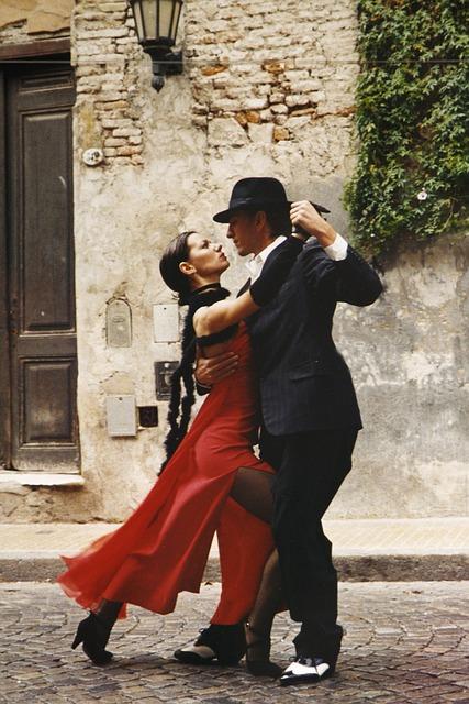 tango-dancers-argentina